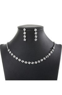 Beautiful Flower Design Rhinestone Necklace and Earrings Jewelry Set