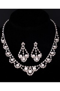 Elegant Bridal Rhinestone and Pearl Necklace and Earrings Jewelry Set